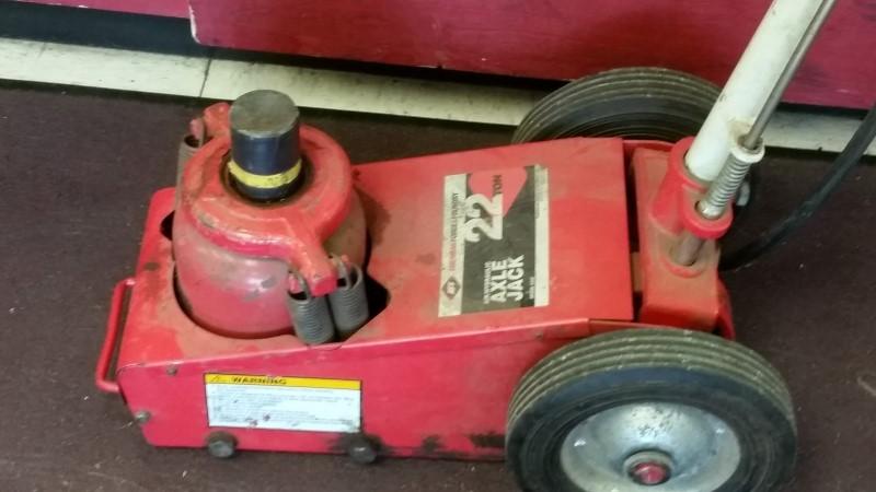 American Forge & Foundry 22 Ton Air / Hydraulic Axle Jack