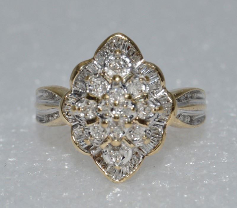10K Yellow Gold Round & Baguette Diamond Cluster Shield Ring w/ Side Details sz7