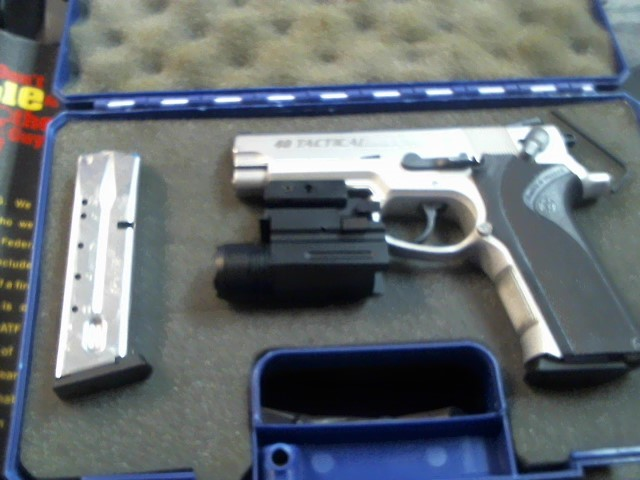 SMITH & WESSON Pistol 40 TACTICAL