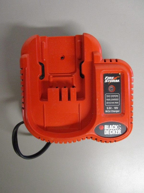 BLACK & DECKER CDC1800 CORDLESS DRILL AND CHARGER SET