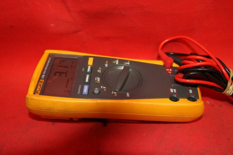 Fluke 179 TRMS Multimeter! Includes Probes