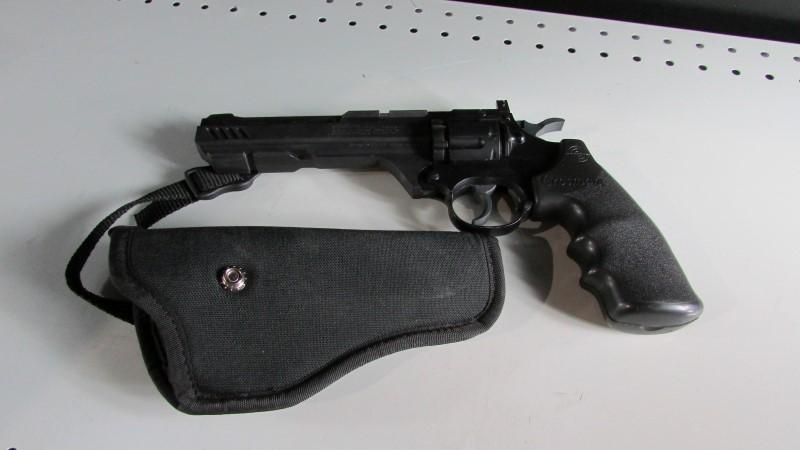 CROSMAN VIGILANTE PELLET GUN WITH HOLSTER