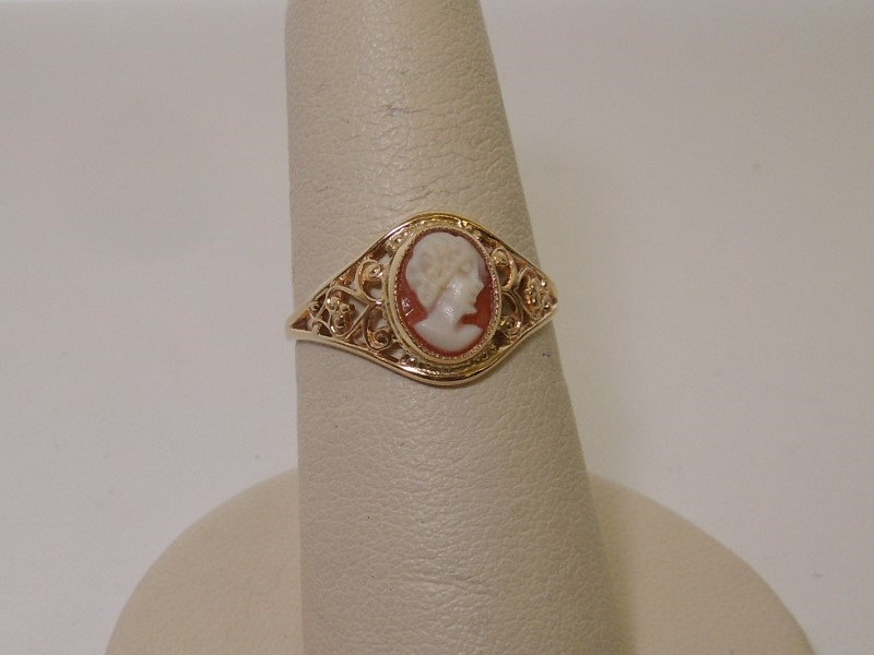 Cameo Lady's Stone Ring 10K Yellow Gold 1.4g Size:7