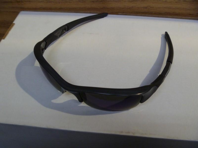 OAKLEY FLAK MEN'S SUNGLASSES -BLACK IRIDIUM (NO CASE) *SMALL SCRATCH ON 1 LENS*