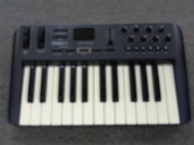 M AUDIO Keyboards/MIDI Equipment OXYGEN 25