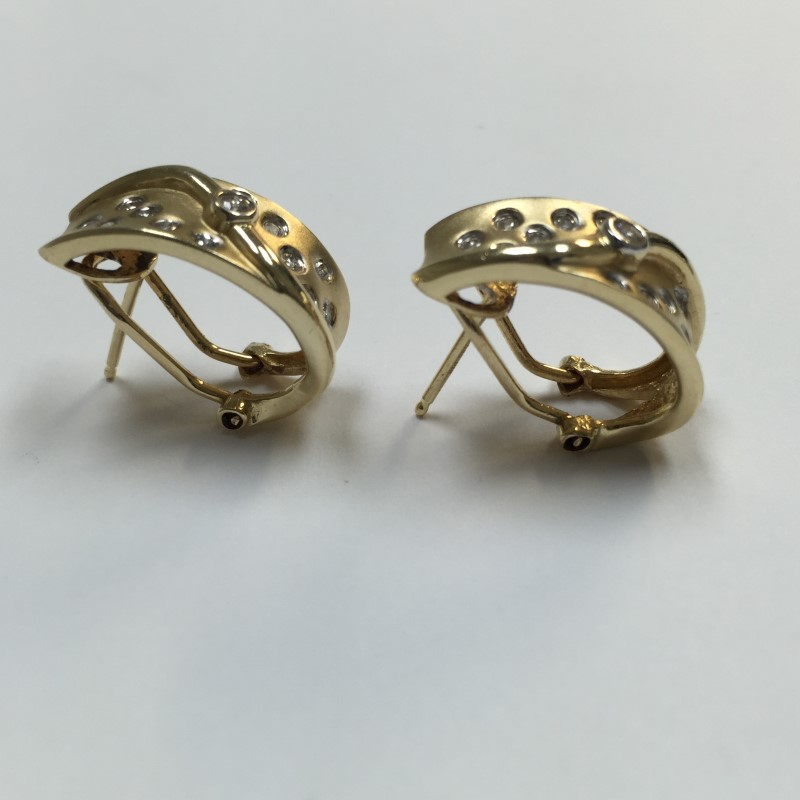 Gold-Diamond Earrings 26 Diamonds .28 Carat T.W. 14K Yellow Gold 4dwt