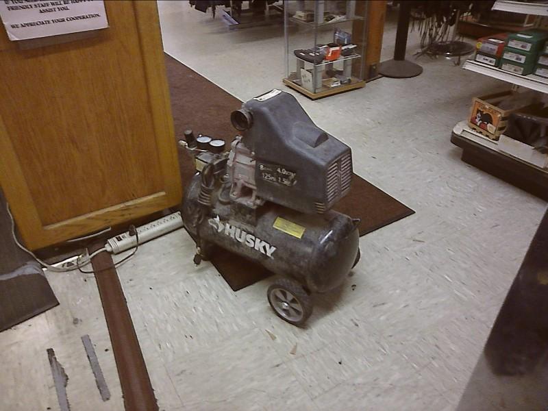 HUSKY Air Compressor COMPRESSOR 8 GALLON