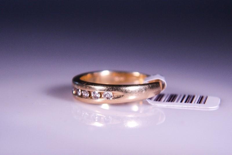 Gent's Gold-Diamond Wedding Band 8 Diamonds .40 Carat T.W. 14K Yellow Gold 3.3g