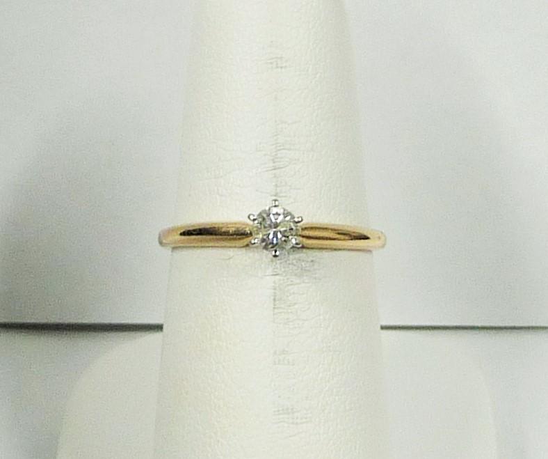 Lady's Diamond Engagement Ring .20 CT. 10K Yellow Gold 1.07dwt
