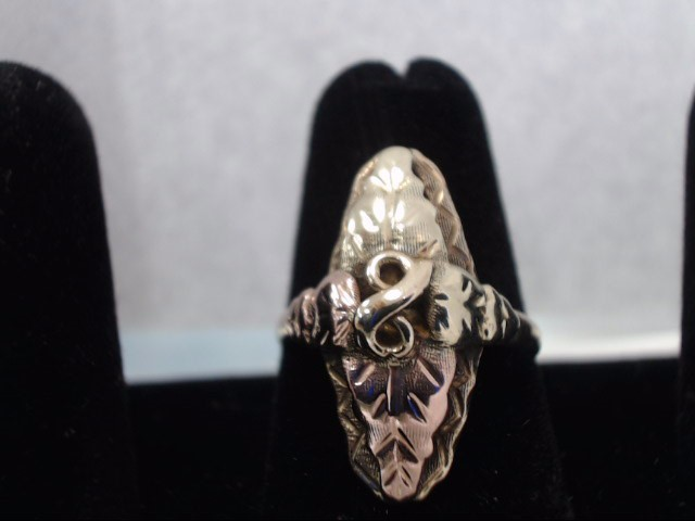 Lady's Gold Ring 10K Yellow Gold 2.8g