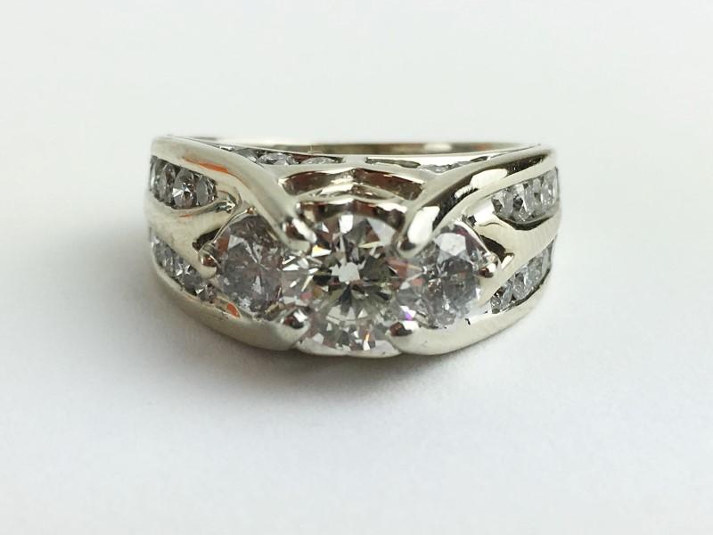 0.90cts Dia Cntr w 22 Diamonds 2.80 Carat T.W. 14K White Gold 9.66g