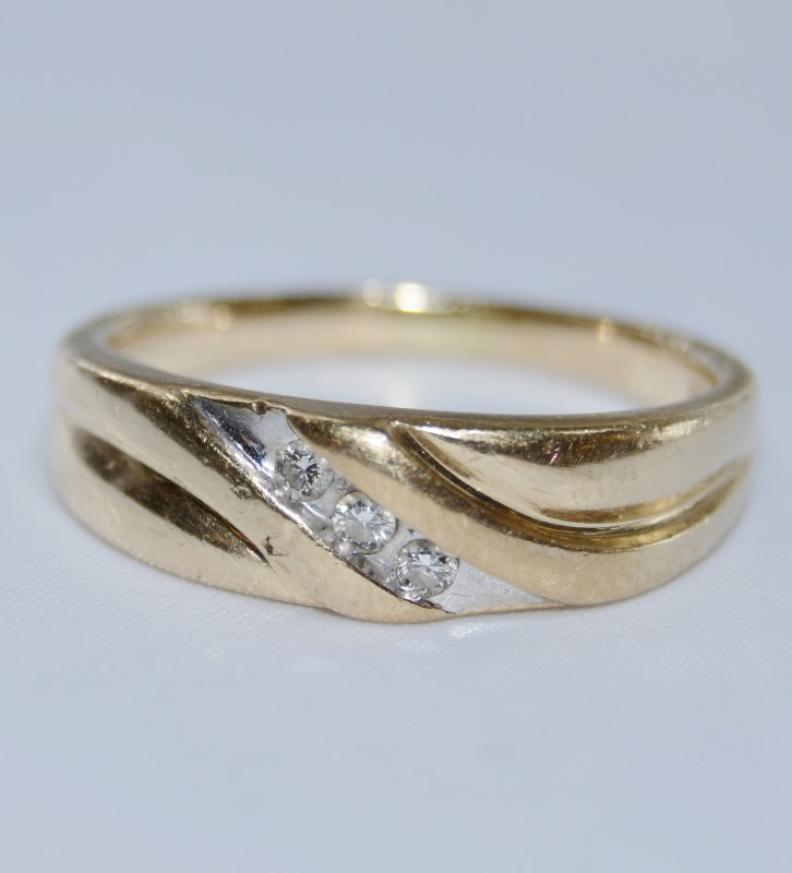 10k Yellow Gold Men's 3 Diamond Solid Backed Wedding Band Ring