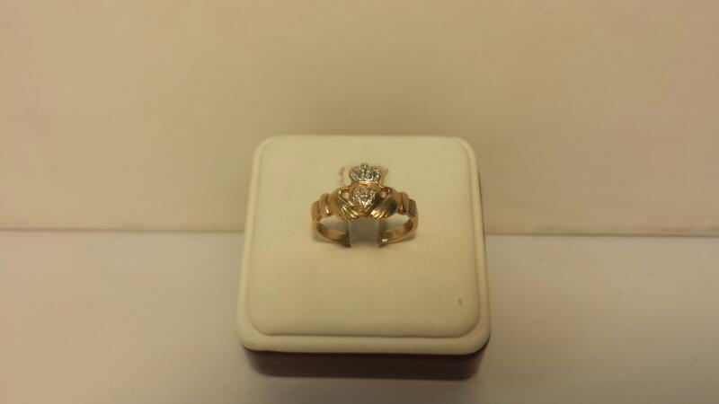 10k Yellow Gold Claddagh Ring - 1.7dwt - Size 7.5