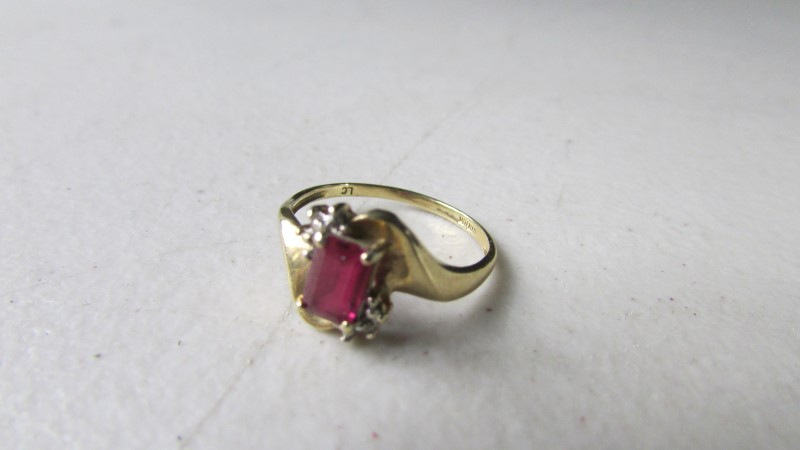 Ruby Lady's Stone Ring 10K Yellow Gold 1.42g Size:6.5
