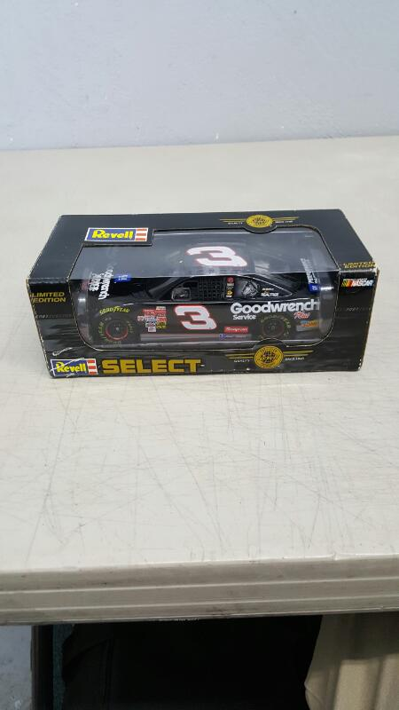 Dale Earnhardt Oreo Revell Select 2001 Limited Edition Scale 1:24 Scale