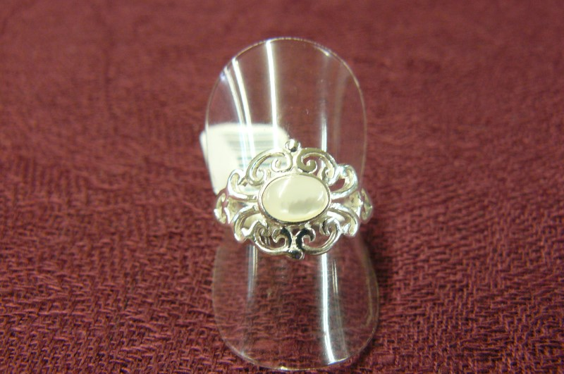 Mother Of Pearl Lady's Silver & Stone Ring 925 Silver 1.75dwt Size:7.5