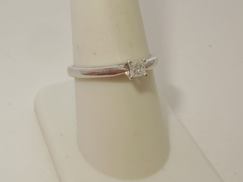 Lady's Silver-Diamond Ring .20 CT. 925 Silver 2.7g