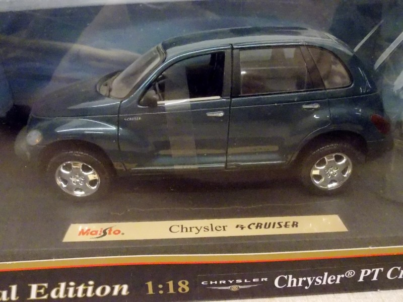MAISTO SPECIAL EDITION CHRYSLER PT CRUISER 1:18 DIECAST MODEL