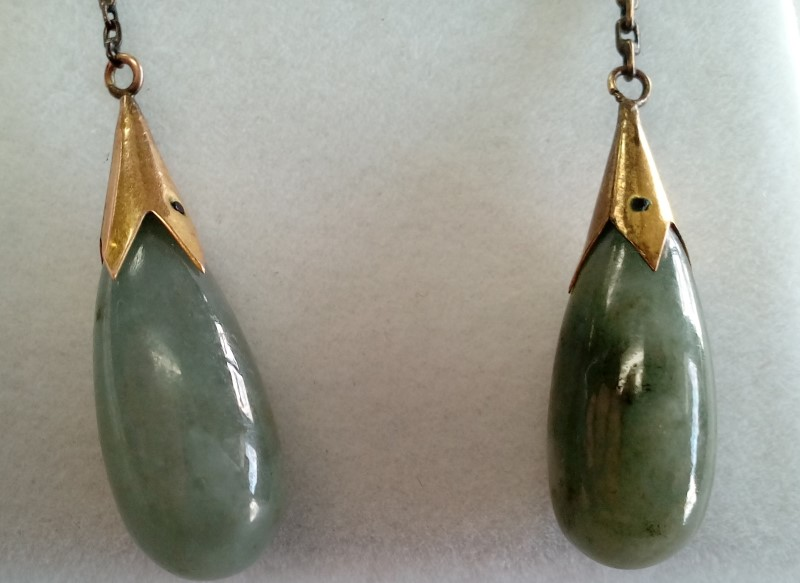 JADE TEARDROP EARRINGS SET IN 14K Yellow Gold. Beautiful Gift!!! LP1