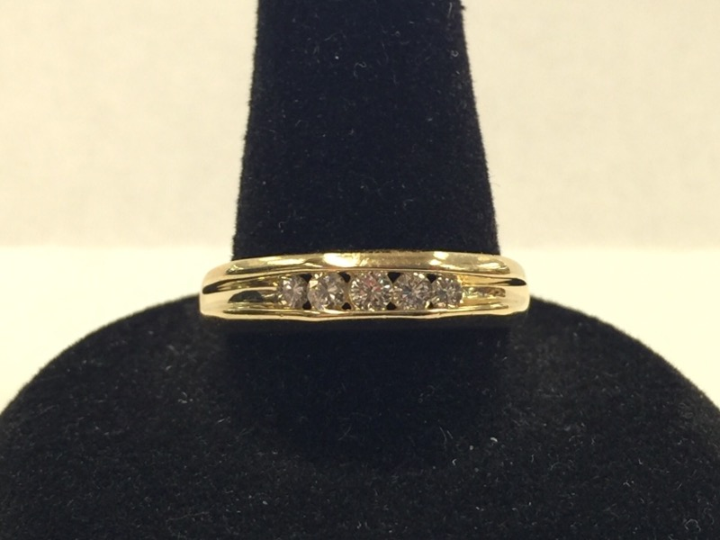 GENTS 14KT Gent's Gold-Diamond Wedding Band 5DIA 5 Diamonds .25 Carat T.W.