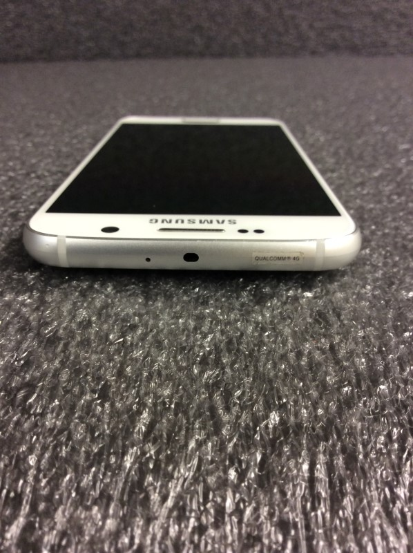 SAMSUNG GALAXY S6 32GB IN ORIGINAL BOX WITH CHARGER AND PAPERS.