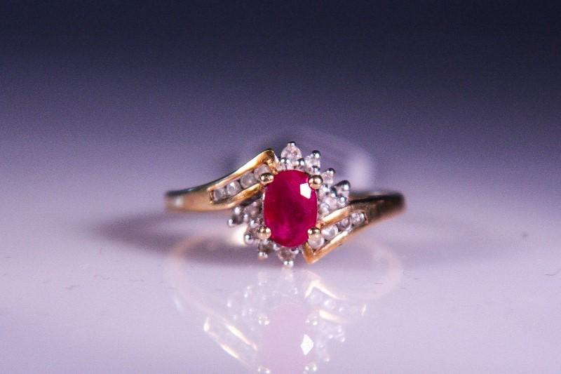 Synthetic Ruby Lady's Stone & Diamond Ring 18 Diamonds .18 Carat T.W.