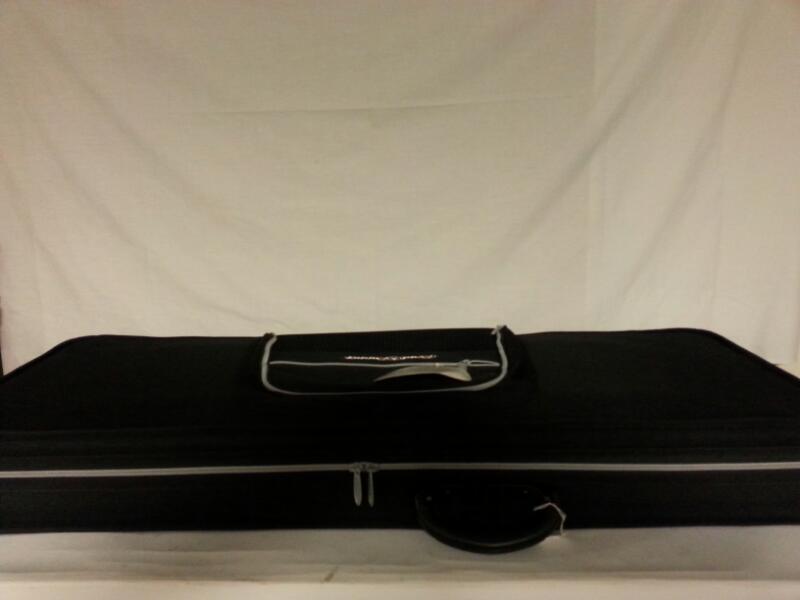 BLACK ROADRUNNER V-NECK SOFT ZIP UP GUITAR CASE]