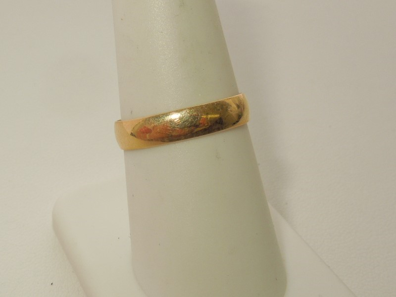 Lady's Gold Ring 10K Yellow Gold 2g Size:8