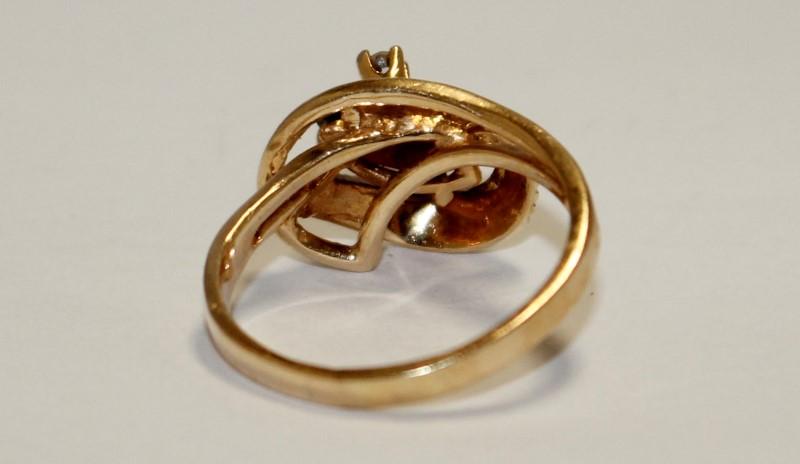 Almandite Garnet Lady's Stone & Diamond Ring .02 CT. 14K Yellow Gold 3.7g