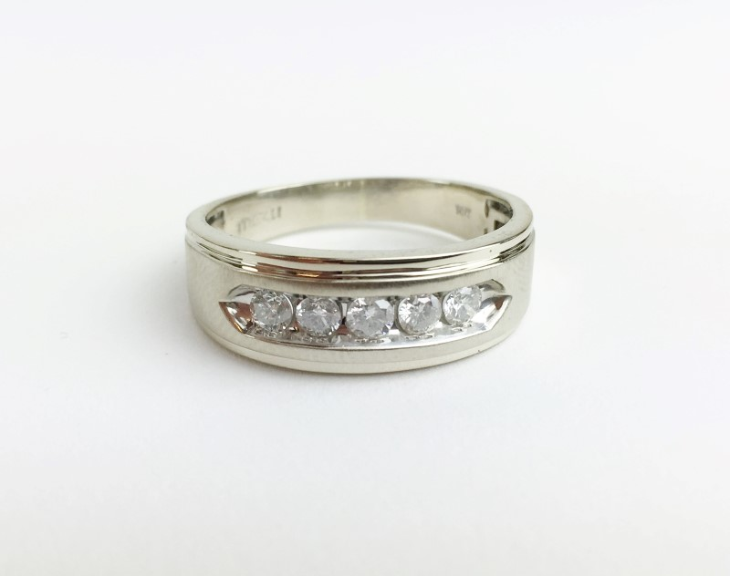 5 Diamonds .50 Carat T.W. 10K White Gold 4.1g Ring Size 12