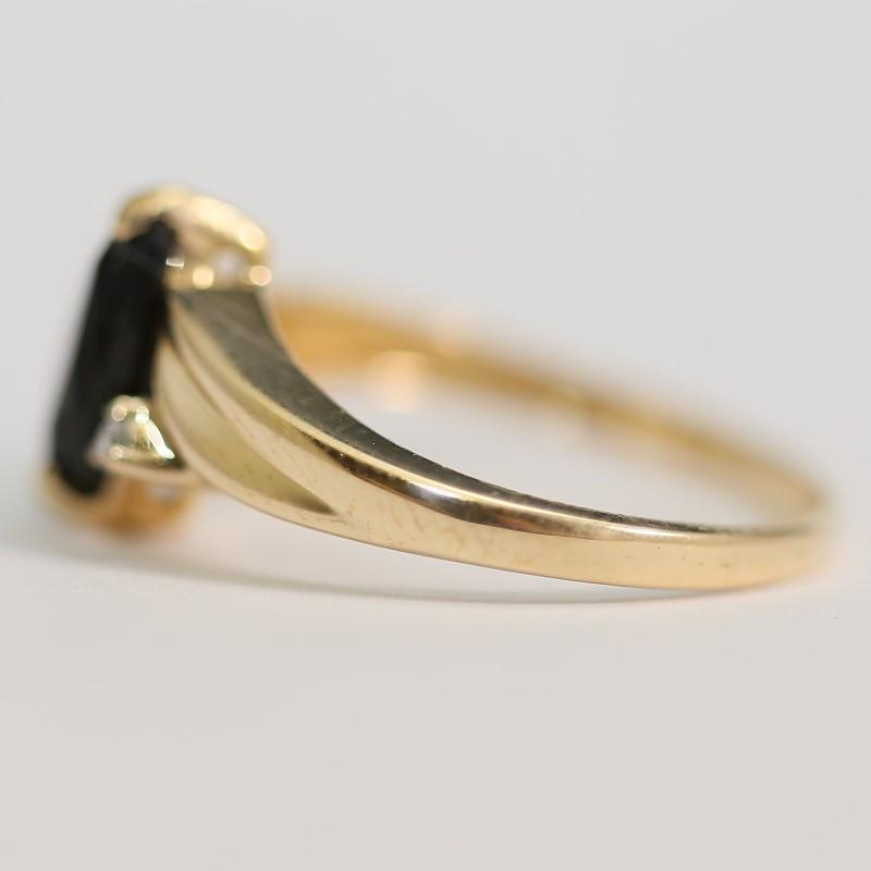 14K Yellow Gold Marquise Cut Onyx ad Brilliant Diamond Ring Size 7.5