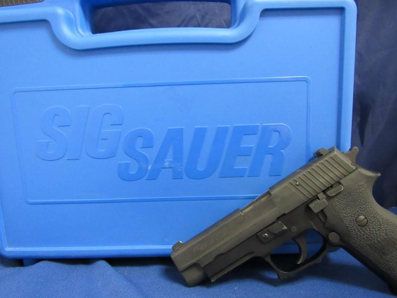 SIG SAUER P220 - NO MAGAZINE