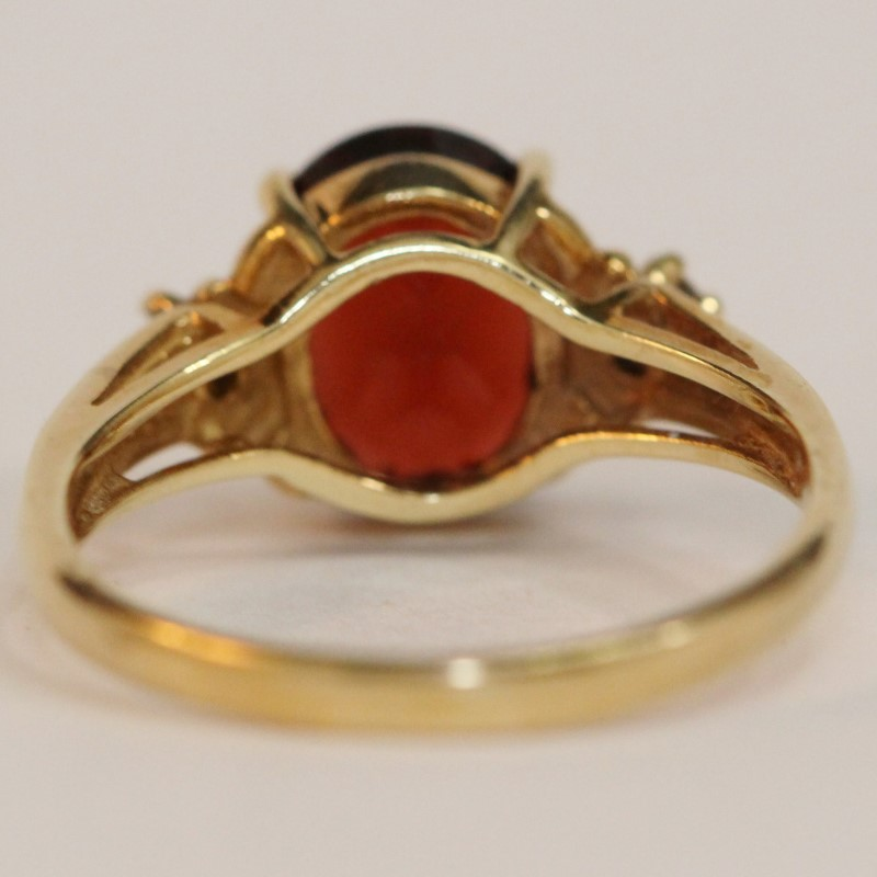 14K Yellow Gold Oval Cut Almandite Garnet and Diamond Ring Size 7.25
