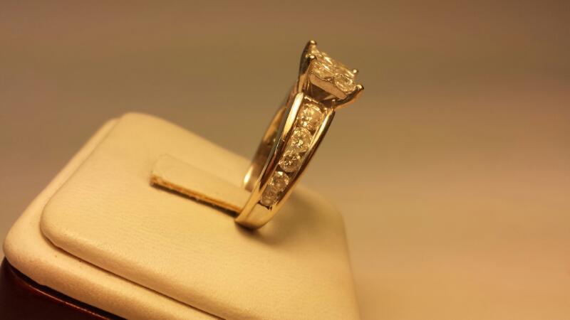 14k White Gold 14 Diamonds at 1.84ctw - 5.3dwt - Size 7