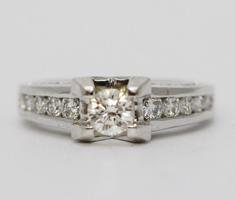 Lady's Diamond Engagement Ring 31 Diamonds 1.28 Carat T.W. 18K White Gold 4.8g