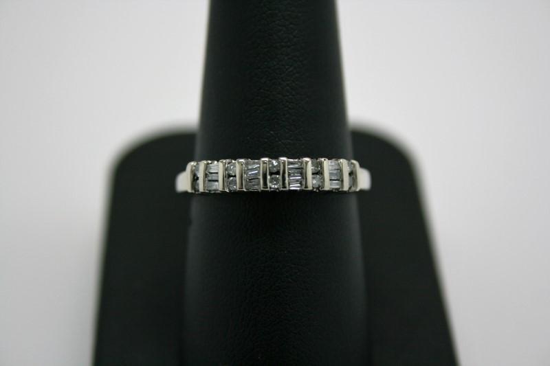 LADY'S FASHION DIAMOND BAND 14'K WHITE GOLD