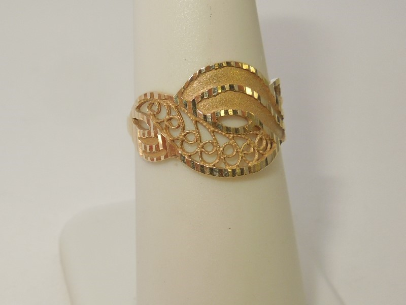 Lady's Gold Ring 14K Yellow Gold 2.3g Size:6.5