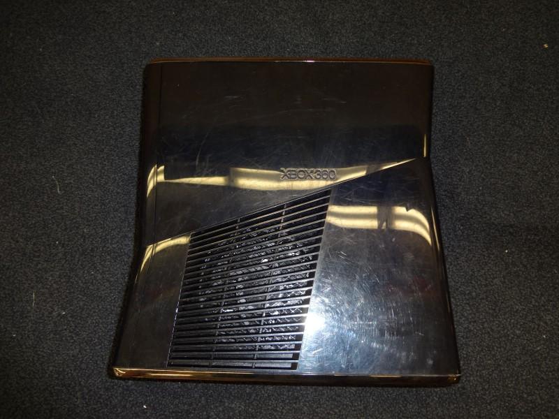 MICROSOFT 1439 XBOX 360 SLIM 250GB WITH ONE CONTROLLER, AV CORDS & POWER SUPPLY