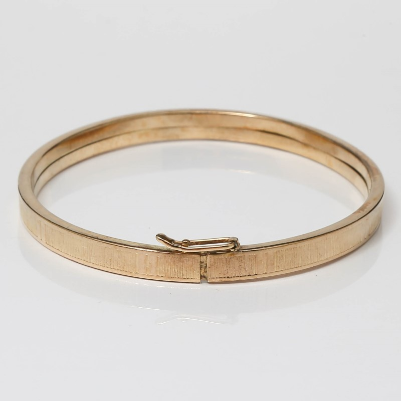 """7"""" 10K Yellow Gold Flat Etched Opening Clasp Bracelet"""