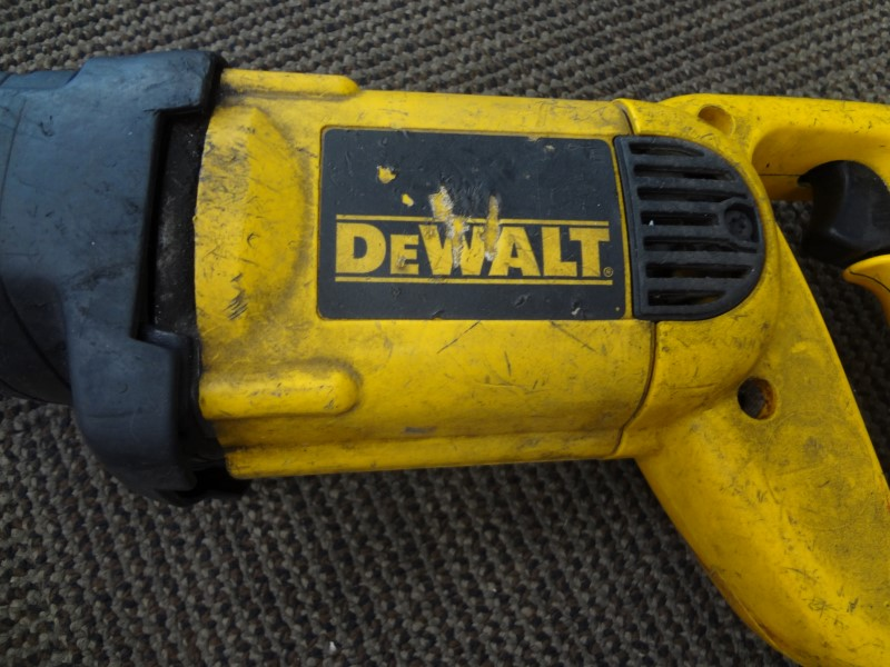 DEWALT DW304P 10 AMP CORDED RECIPROCATING SAW **SPRING NEEDS RE-DONE**