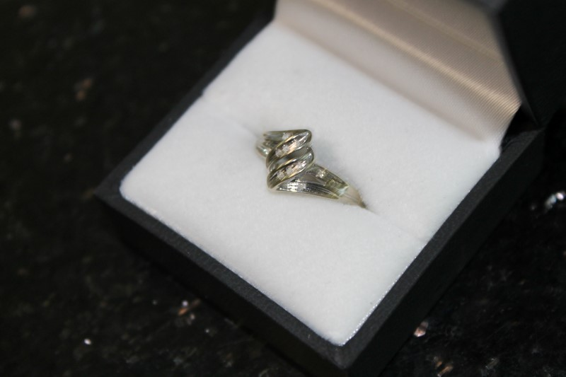 Brilliant Round Cut Diamond Cluster 10K White Gold Fashion Ring
