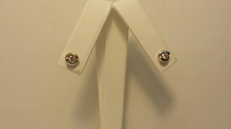 10k 2 Tone Earrings with 2 Diamonds at .24ctw - 1.1dwt - Pair