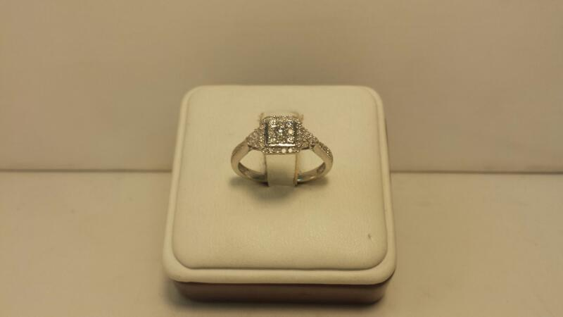 10k White Gold Ring with 43 Diamonds at .50ctw - 2dwt - Size 7