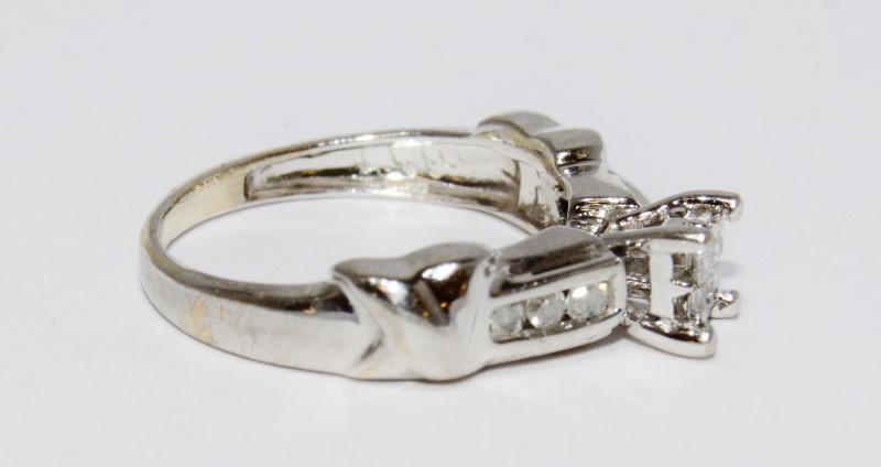 Lady's Diamond Cluster Ring 10 Diamonds .20 Carat T.W. 14K White Gold 3.22g
