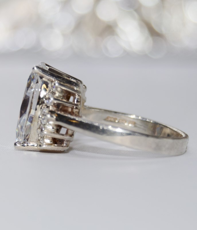Beautiful Cubic Zironia Statement Ring Set in Sterling Silver Size 7