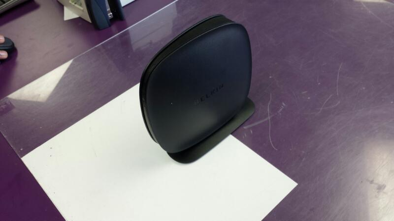 BELKIN F9K1001V1 4 Port Wireless Router *PLEASE READ*