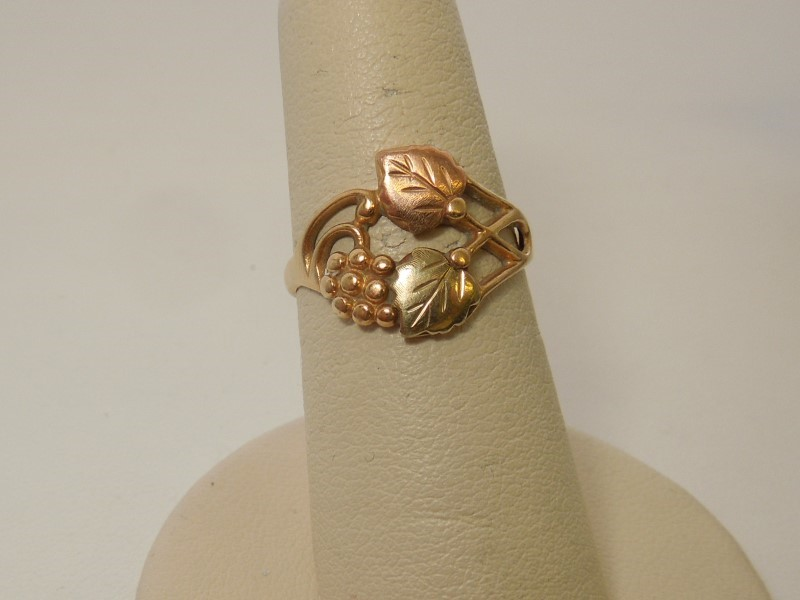 Lady's Gold Ring 10K Tri-color Gold 2.2g Size:5