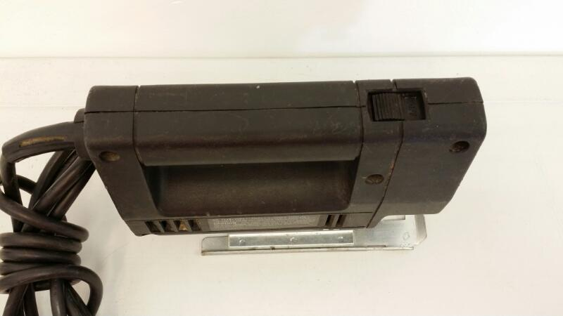 BLACK & DECKER VARIABLE SPEED JIG SAW 7548]