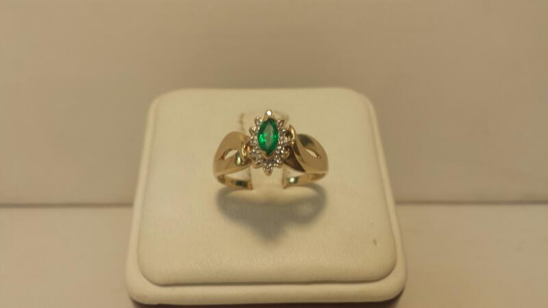 10k Yellow Gold Ring with 1 Green and 4 White Stones - 1.6dwt - Size 8