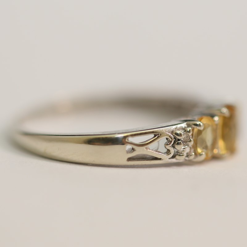 10K White Gold Tri-Oval Citrine Ring w/ Unique Side Detail Size 6.75